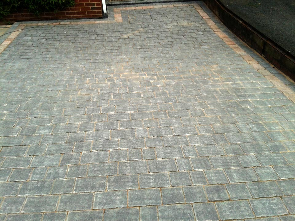 Charcoal Cobble Paving